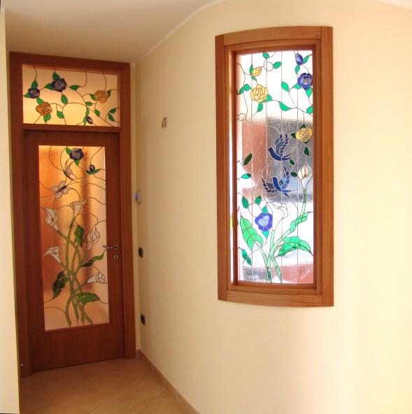 Le fasi della lavorazione di una vetrata curva e piana - Sopraluce porta ...